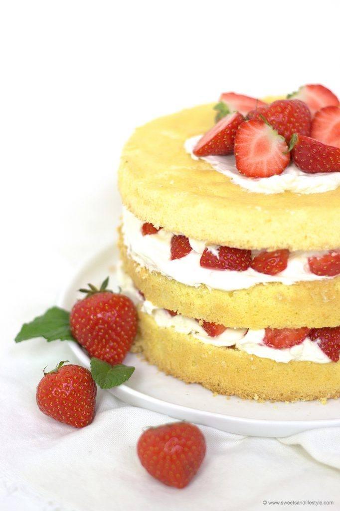 Biskuittorte mit Erdbeeren für Mama zum Muttertag von Sweets and Lifestyle