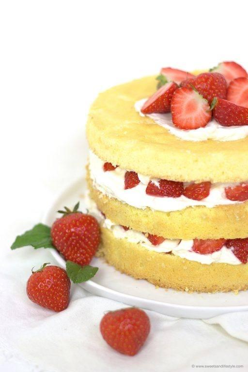Biskuittorte mit Erdbeeren von Sweets and Lifestyle