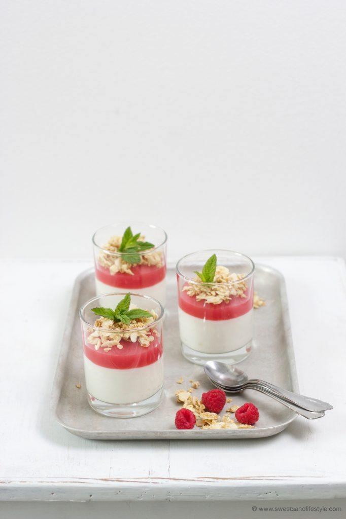 Köstliche Himbeer-Pfirisch-Creme mit Hafer-Krokant von Sweets and Lifestyle