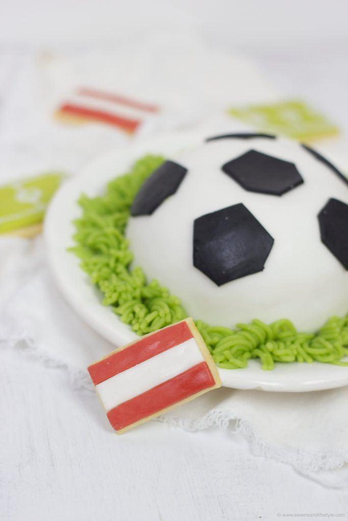 Österreich Flagge als Mürbteig-Keks zur Fußballtorte dazu von Sweets and Lifestyle