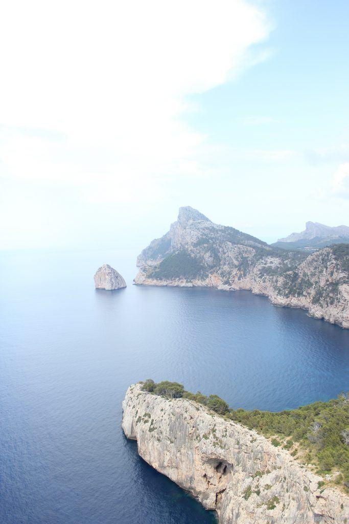 Aussicht entlang des Weges auf Cap Formentar auf Mallorca