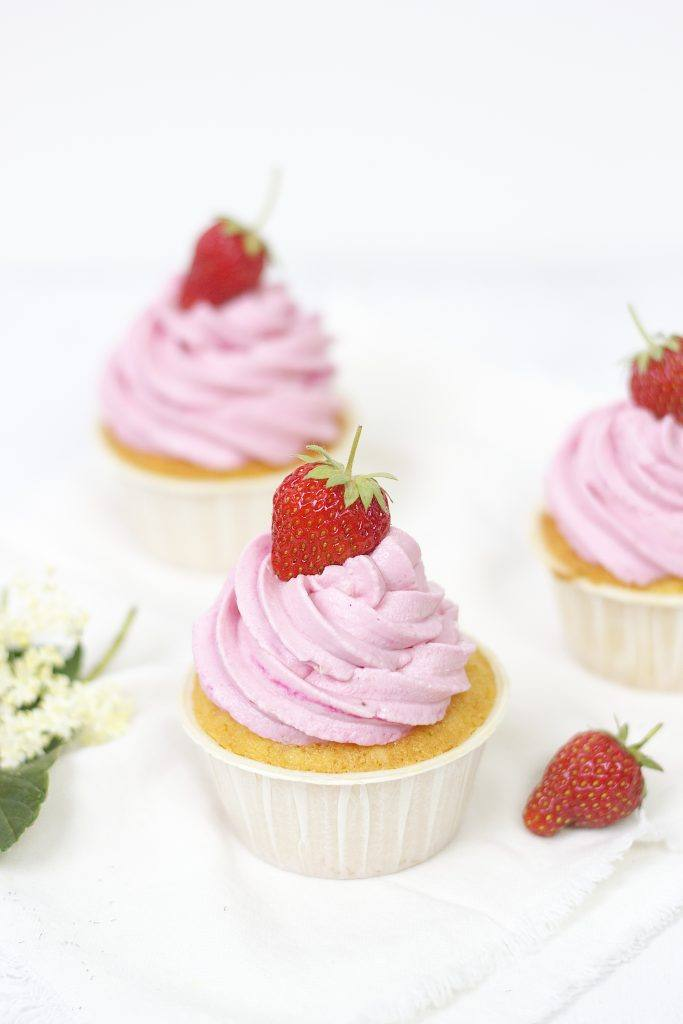 Sommerliche Erdbeercupcakes von Sweets and Lifestyle