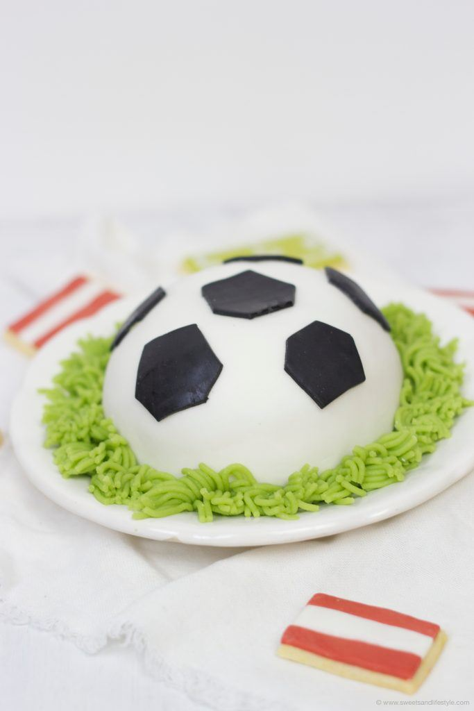 Köstliche Fußballtorte zur EM 2016 von Sweets and Lifestyle
