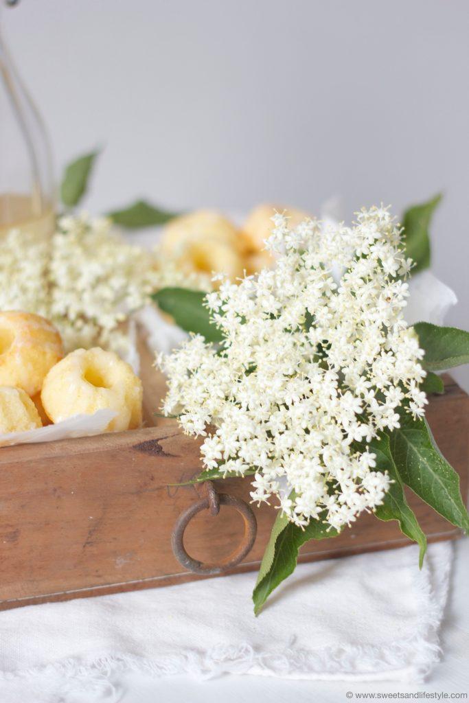 Saftige Minigugls mit Holunderbluetensirup von Sweets and Lifestyle