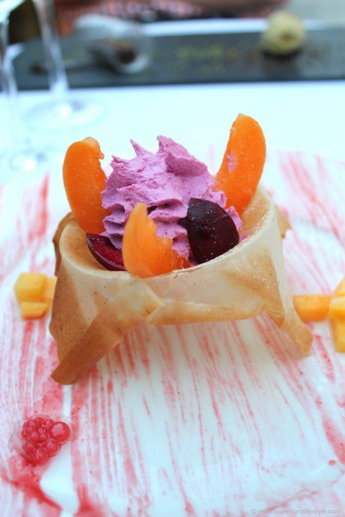 Nachspeise Tulpo von Vanille und Violett im Restaurant Es Torrent in Son Carrio auf Mallorca
