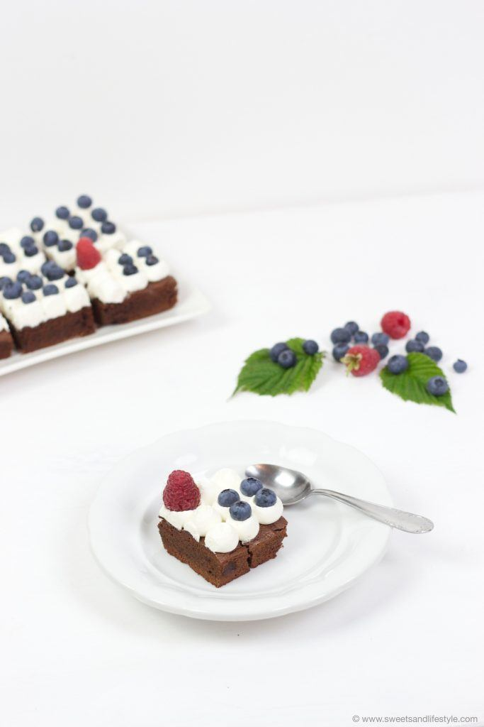 aftige Schoko Brownies mit zweierlei Beeren nach einem Rezept von Sweets and Lifestyle