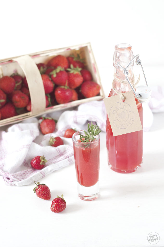 Selbst gemachte, koestliche Erdbeerlimes von Sweets and Lifestyle