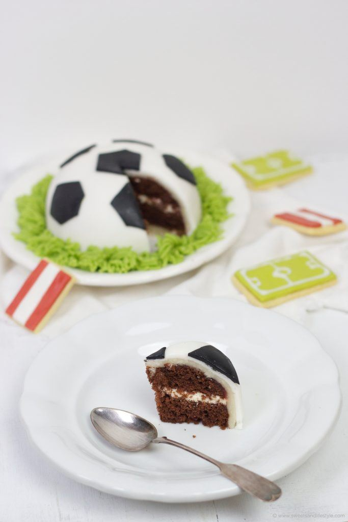 Schoko-Torte in Fußballform von Sweets and Lifestyle