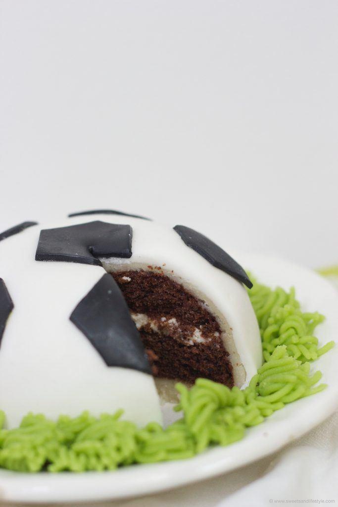 Torte in Fußballform zur EM 1016 von Sweets and Lifestyle