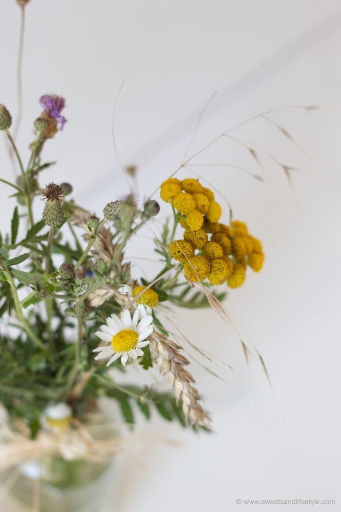 Blumen gepflueckt am Wegesrand von Sweets and Lifestyle