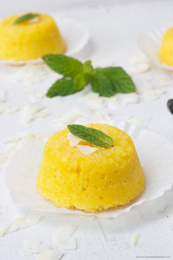 Quindim ein brasilianisches Dessert nach einem Rezept mit Kokosraspeln von Sweets and Lifestyle