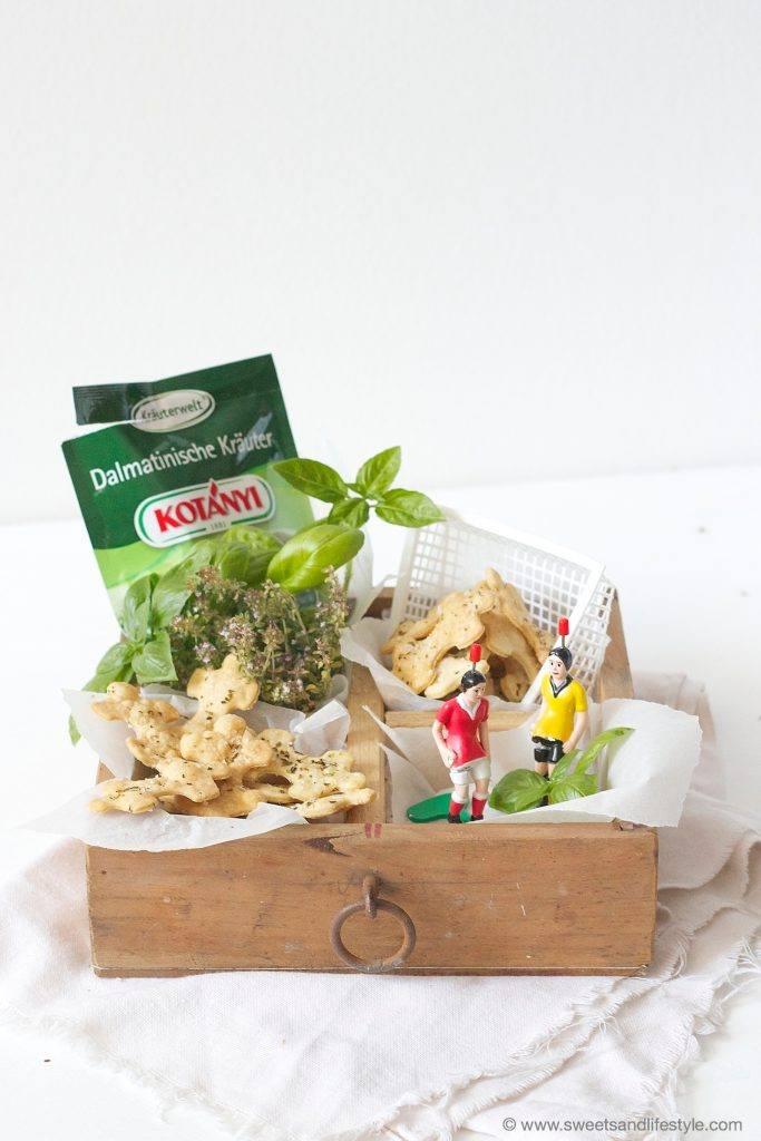 Selbst gemachte Cracker mit dalmatinischen Kraeutern nach einem Rezept von Sweets and Lifestyle