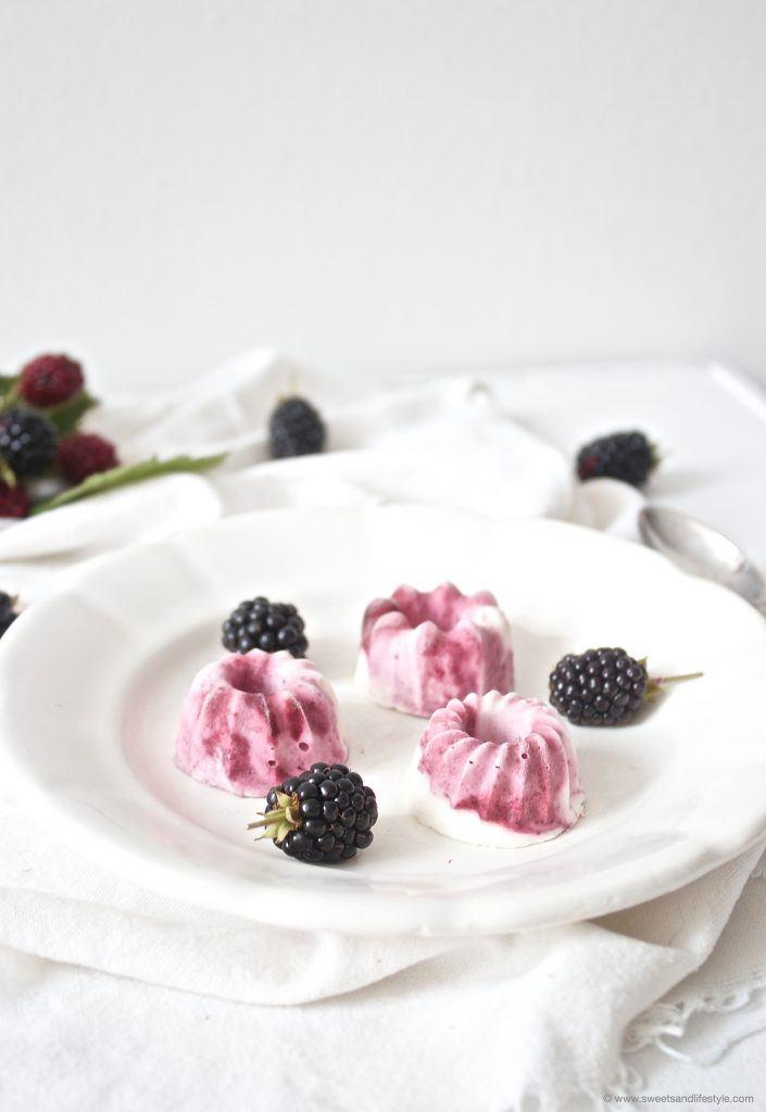 Suesse Mini-Eisgugl mit Brombeeren nach einem Rezept von Sweets and Lifestyle