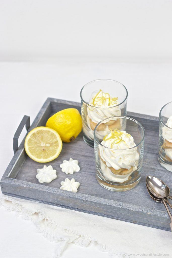 Erfrischendes Zitronen Tiramsiu mit Limoncello im Glas serviert, nach einem Rezept von Sweets and Lifestyle