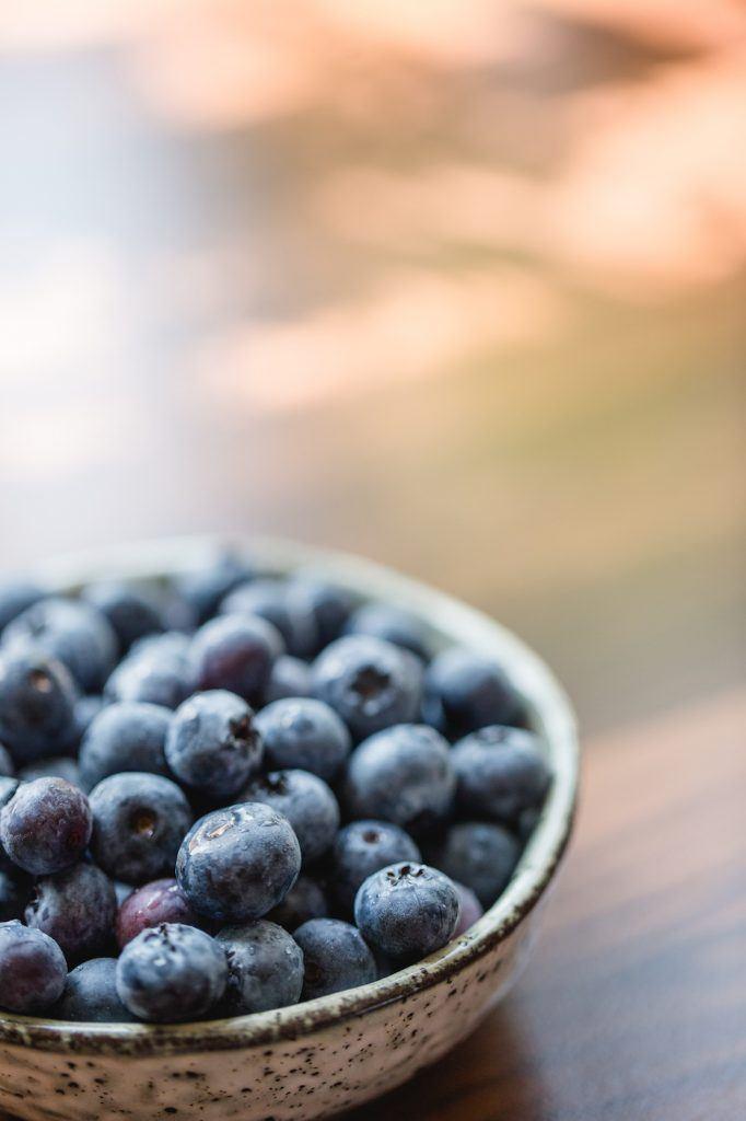 Heidelbeer Gugelhupf mit Zuckergussglasur von Sweets and Lifestyle