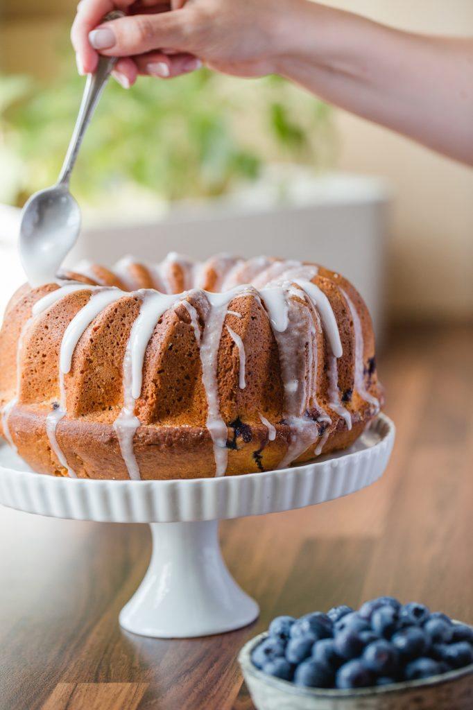 Koestlicher Heidelbeer Gugelhupf nach einem Rezept von Sweets and Lifestyle