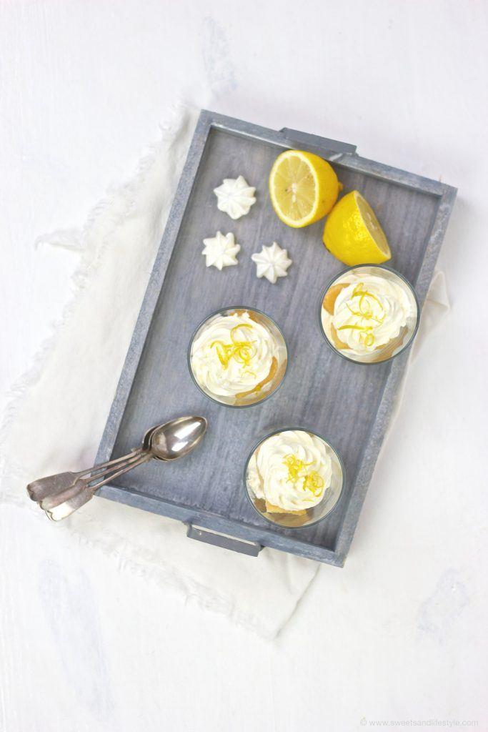 Koestliches Zitronen Tiramisu mit Limoncello, im Glas serviert, von Sweets and Lifestyle
