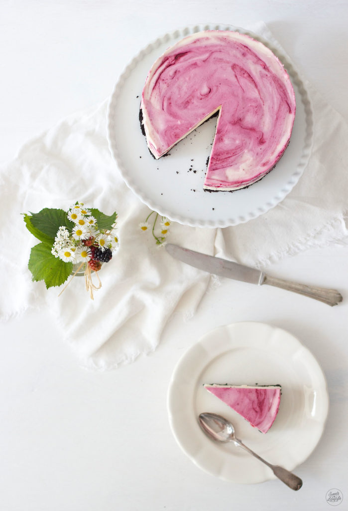 Köstlicher, nicht gebackener Oreo Cheesecake mit Brombeeren und weisser Schokolade von Sweets and Lifestyle