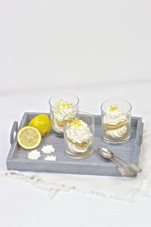 Zitronen Tiramisu mit Limoncello serviert im Glas nach einem Rezept von Sweets and Lifestyle