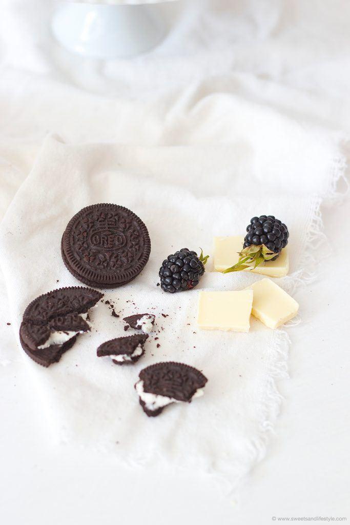 Leckerer Zutaten fuer den Oreo Cheesecake mit Brombeeren und weisser Schokolade von Sweets and Lifestyle