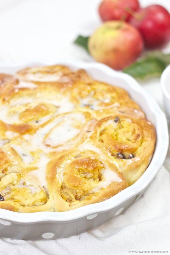 Herbstliche Apfel Zimt Schnecken mit Rosinen und Zuckerguss von Sweets and Lifestyle