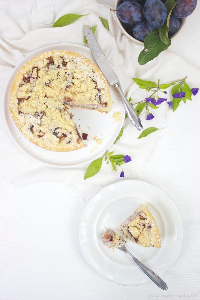 Koestliche Zwetschgen Mohn Torte mit Streuseln nach einem Rezept von Sweets and Lifestyle