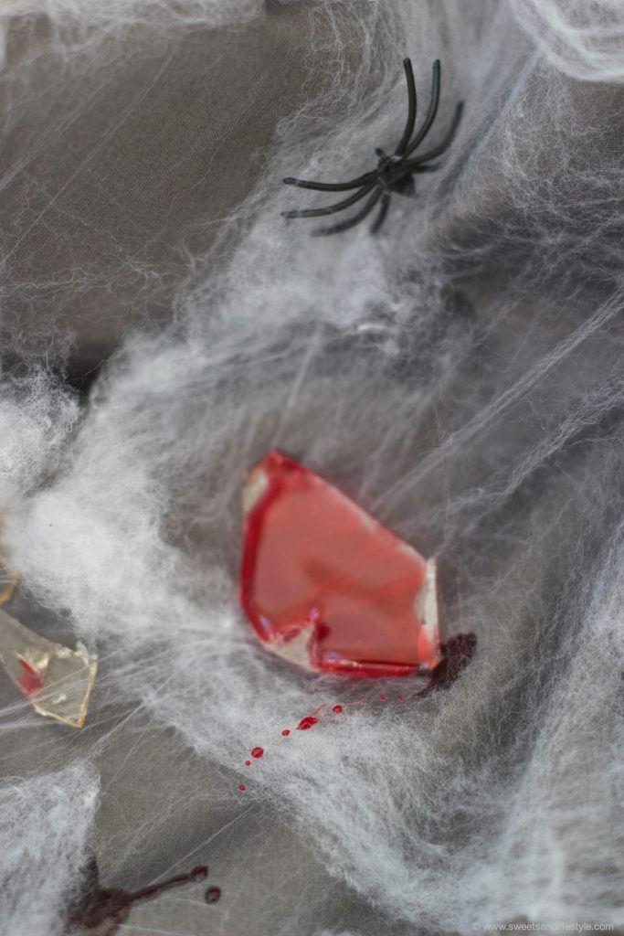 Blut aus Kirschsaft für die Glassplitter Cupcakes von Sweets and Lifestyle