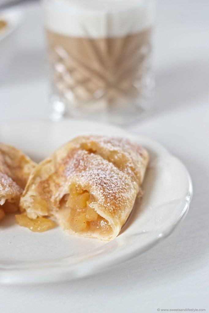 Köstliche, frisch gebackene und noch warme Apfeltaschen von Sweets and Lifestyle