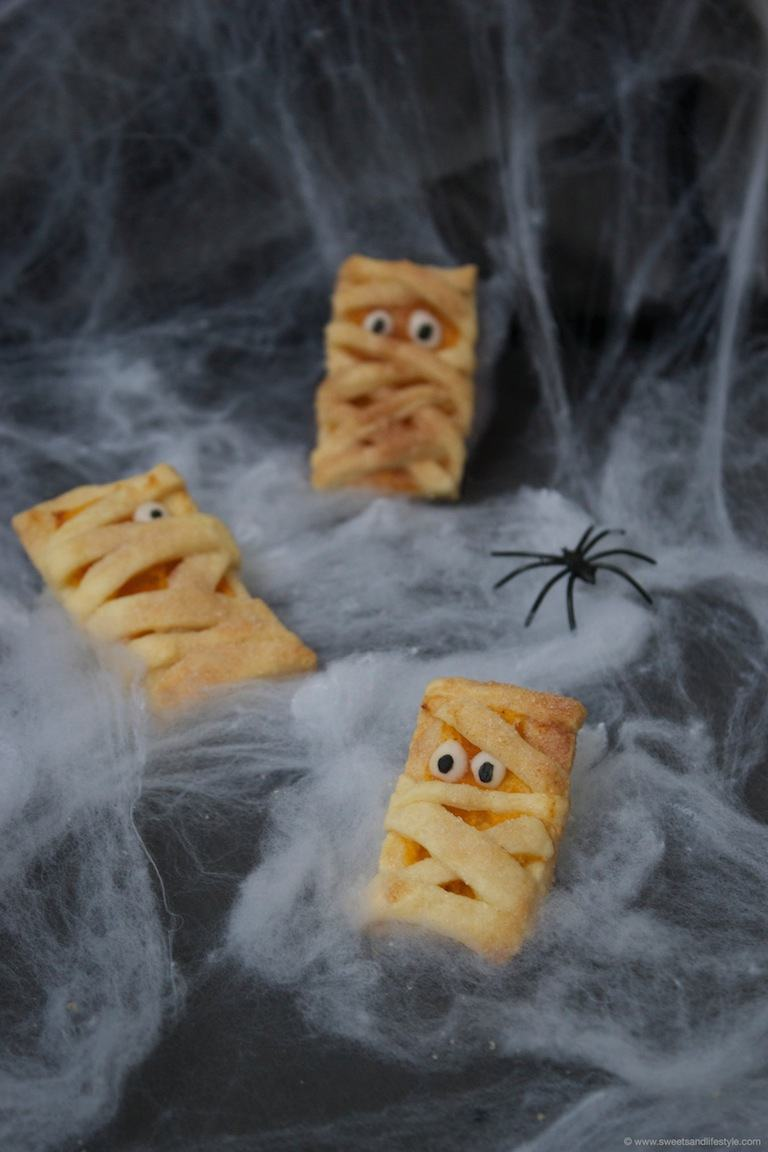 Pikante Halloween Hand Pies - Sweets & Lifestyle®
