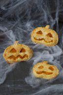 Pikant, mit Kürbis-Ricotta-Fülle, gefüllte Hand Pies als Idee für Halloween von Sweets and Lifestyle