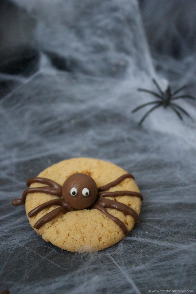 Spinnencookies für Halloween von Sweets and Lifestyle