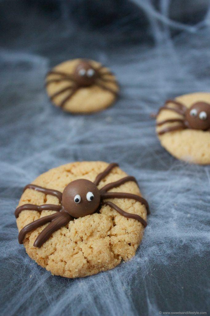Gruselige, aber leckere Spinnencookies für Halloween von Sweets and Lifestyle