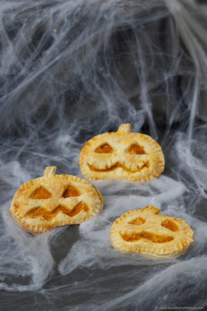 Pikante Halloween Hand Pies als leckere Idee für Halloween von Sweets and Lifestyle