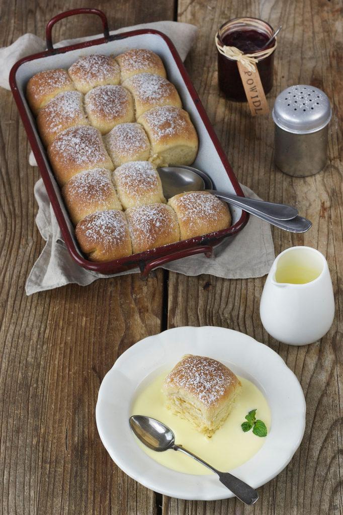 Buchteln gefüllt mit Powidl und Vanillesauce von Sweets & Lifestyle®