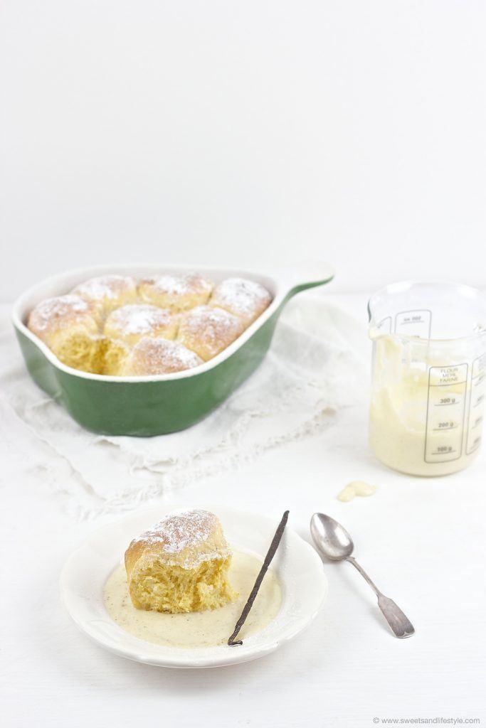 Köstliche Buchteln mit Vanillesauce von Sweets and Lifestyle
