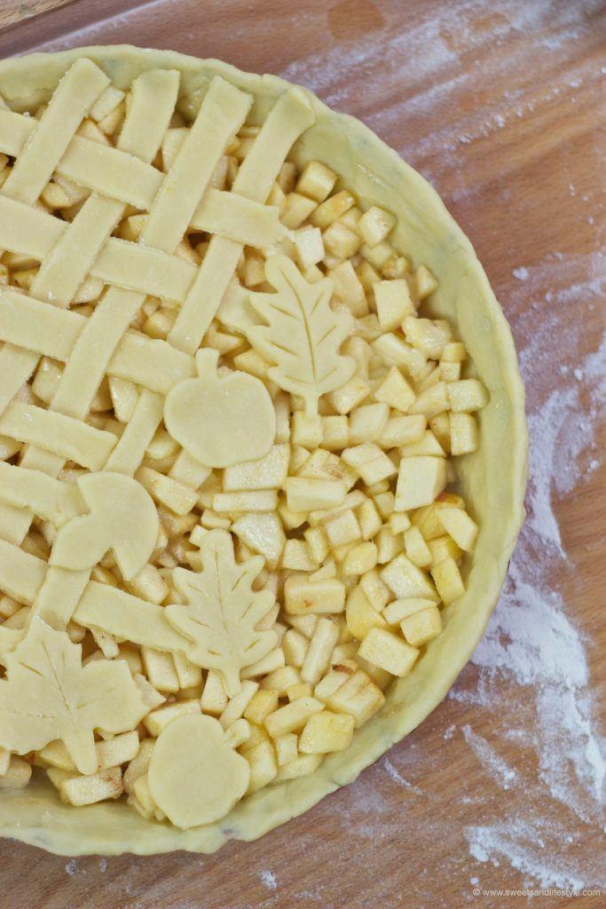 Gedeckter Apfelkuchen mit Mürbteig in the making bei Sweets and Lifestyle