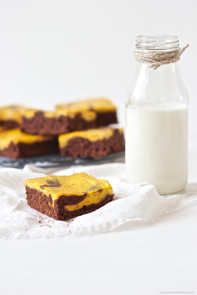Herbstliche Schoko Kürbis Brownies zum Kaffee nach einem Rezept von Sweets and Lifestyle