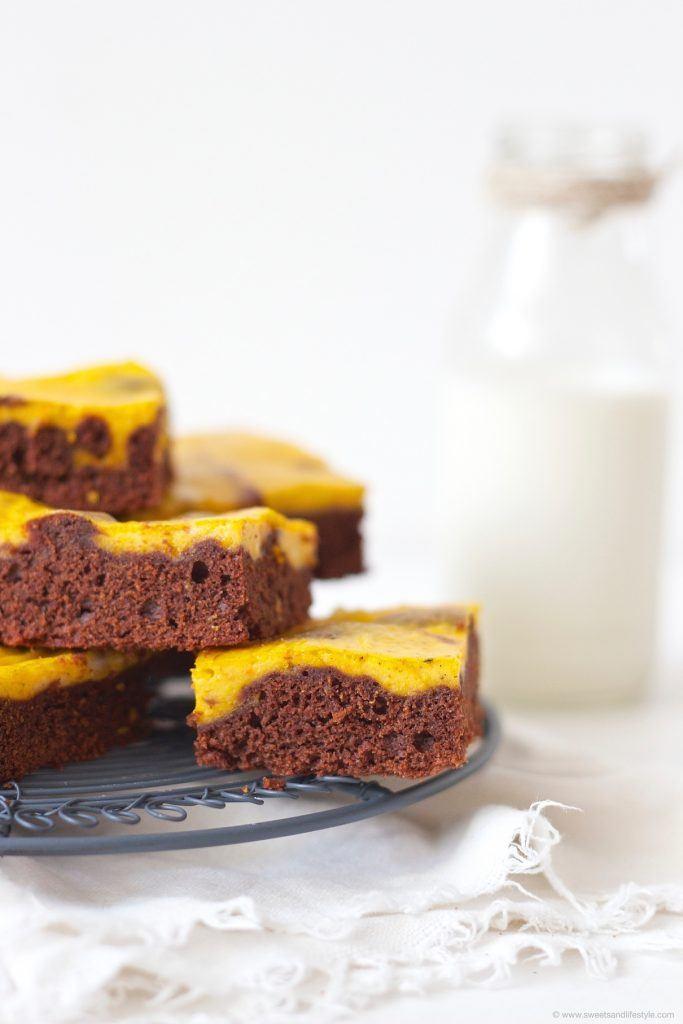 Koestliche Schoko Kürbis Brownies zum Nachmittagskaffee im Herbst nach einem Rezept von Sweets and Lifestyle