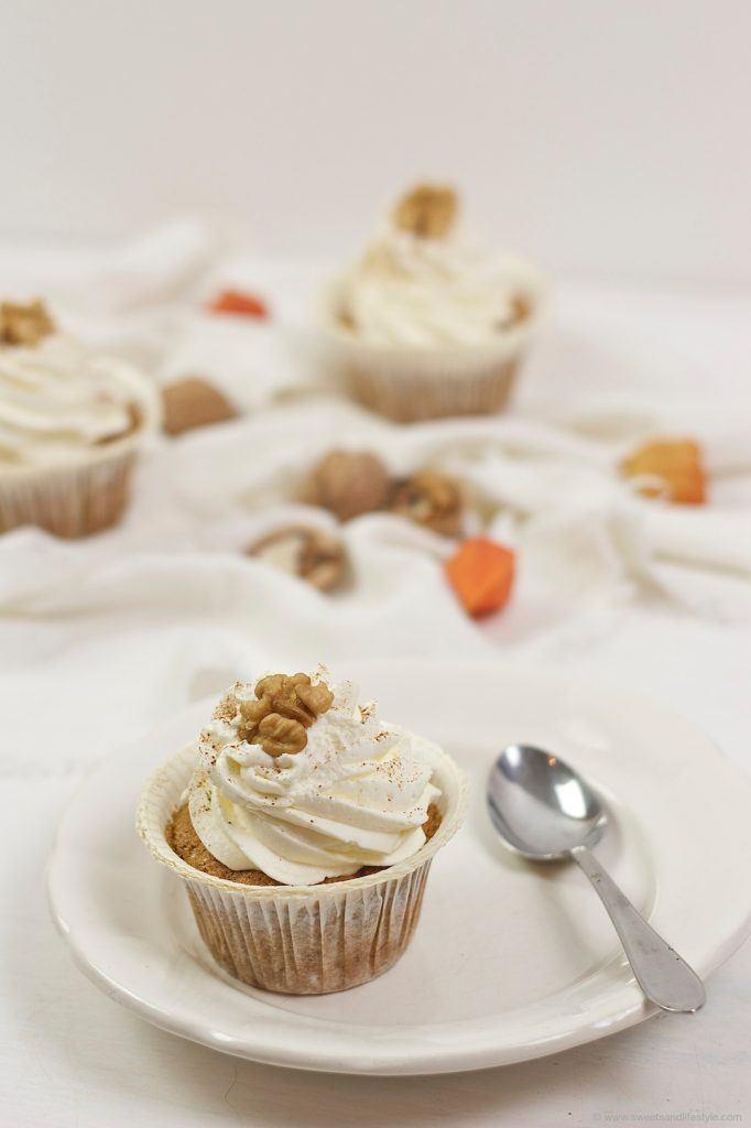 Köstliche Kürbiscupcakes mit cremigen Frischkäse-Zimt-Frosting von Sweets and Lifestyle
