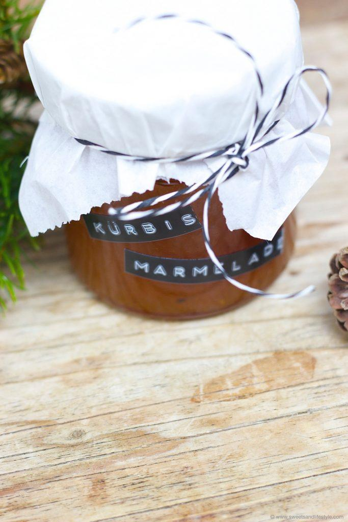 Leckere fruchtig würzige Kürbismarmelade mit Ingwer und Tonkabohne als selbst gemachtes Weihnachtsgeschenk aus der Kueche von Sweets and Lifestyle