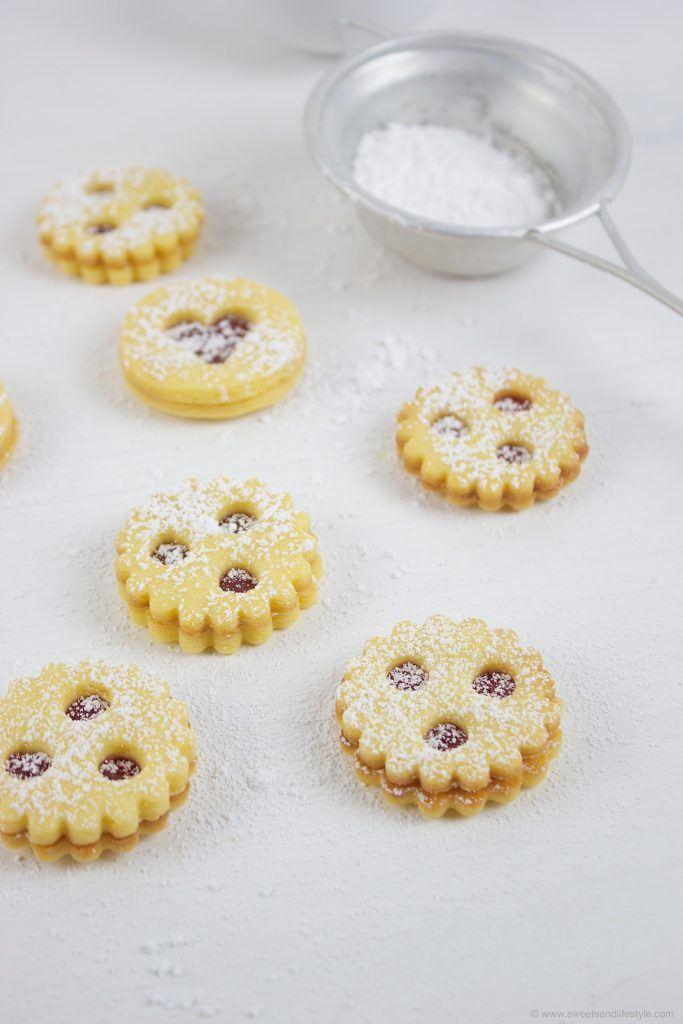 Linzer Augen, eine der beliebtesten Kekssorten der Österreichen, nach einem Rezept von Sweets and Lifestyle