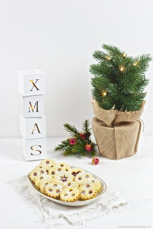 Linzer Augen, eine der beliebtesten Weihnachtskekssorten, gebacken nach einem Rezept von Sweets and Lifestyle