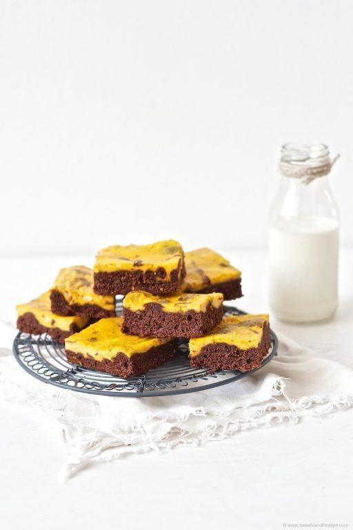 Saftige Schoko Kürbis Brownies mit Kürbis Frischkäsecreme zum Nachmittagskaffee von Sweets and Lifestyle