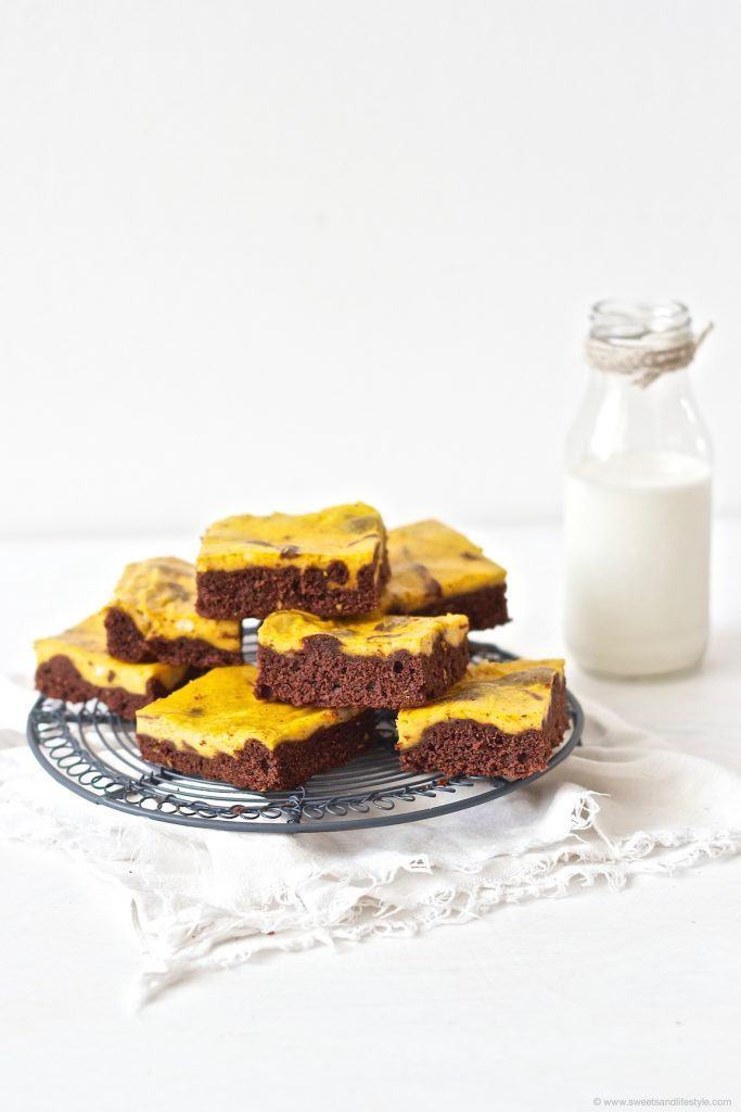 Saftige Schoko Kürbis Brownies mit Kürbis Frischkäse Creme von Sweets and Lifestyle