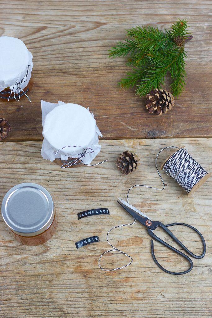 Leckere, selbst gemachte Kürbismarmelade als DIY Weihnachtsgeschenk mit netter Beschriftung von Sweets and Lifestyle