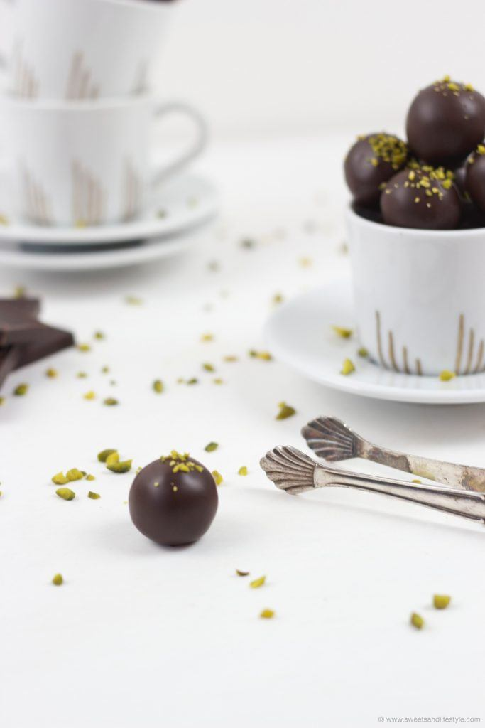 Selbst gemachte Mozartkugeln als Geschenk aus der Küche von Sweets and Lifestyle