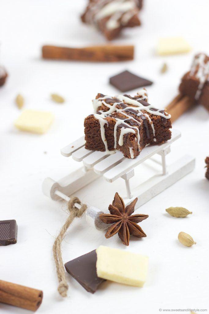 Wunderbar saftige weihnachtliche Schoko Brownie Sterne mit Lebkuchengewürz nach einem Rezept von Sweets and Lifestyle