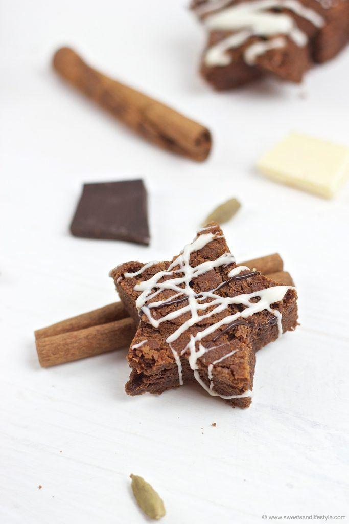 Saftige weihnachtliche Schoko Brownie Sterne mit Lebkuchengewuerz und Schokoglasur von Sweets and Lifestyle