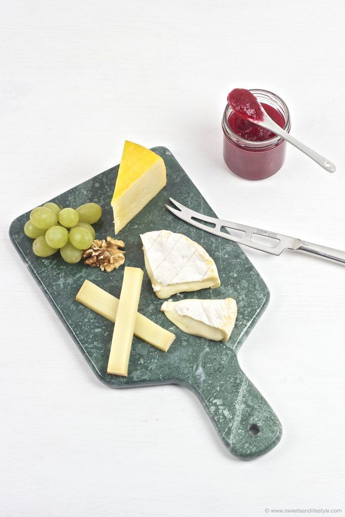 Kaeseplatte mit selbst gemachten Cranberry Birnen Aufstrich von Sweets and Lifestyle