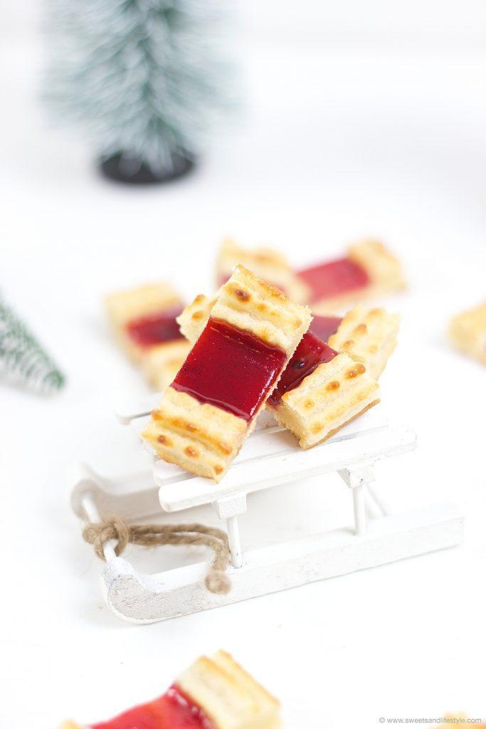 Koestliche Eisenbahner Kekse fuer den weihnachtlichen Keksteller von Sweets and Lifestyle